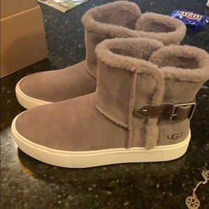 UGG size 8. AIKA boots. Gray. New with box